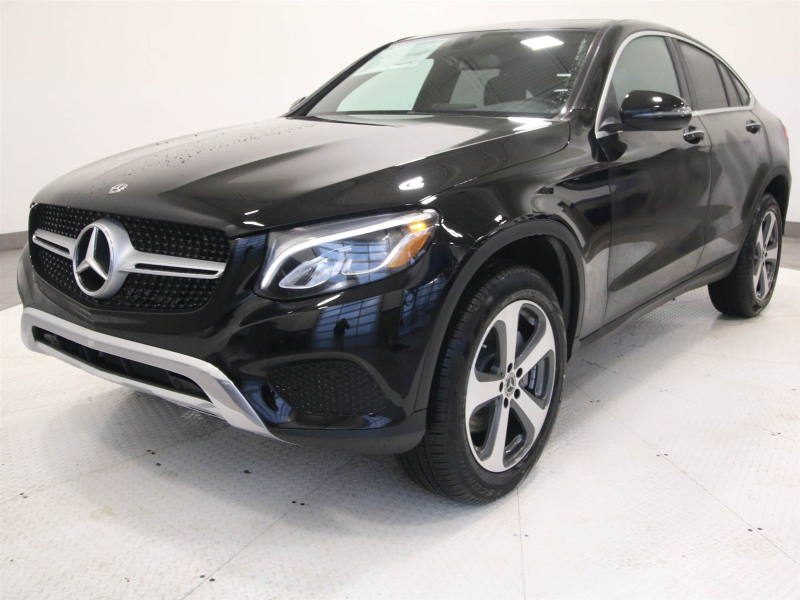 new 2018 mercedes benz glc glc 300 coupe in fort mitchell r1355 mercedes benz of fort mitchell. Black Bedroom Furniture Sets. Home Design Ideas